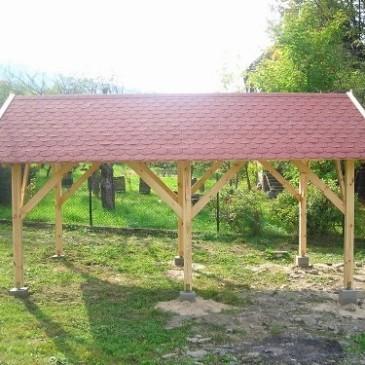 Preprost in cenovno ugoden leseni vrtni nadstrešek