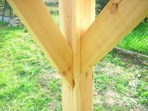 leseni vrtni nadstrešek