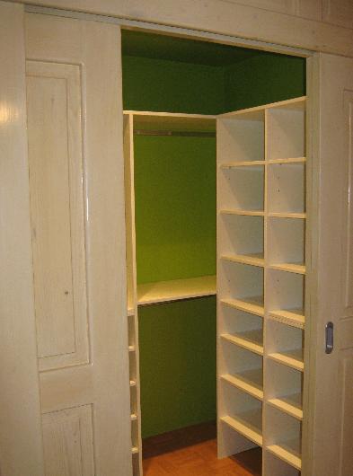 Zapolnitev prostorske niše za masivnimi drsnimi vrati
