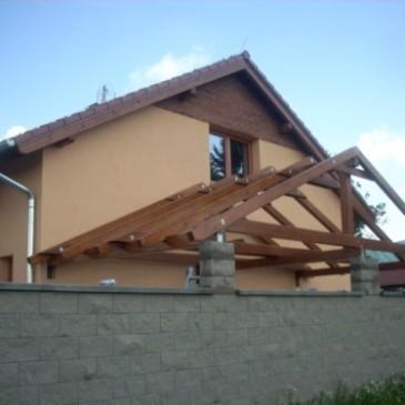 Primer nadstreška ob hiši brez dodatnih stebrov