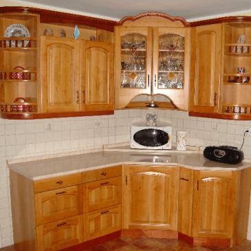 4 primeri klasičnih kuhinj iz masivnega lesa