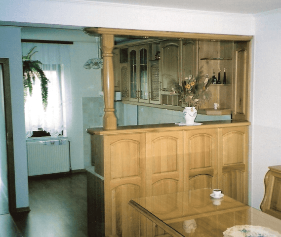 kuhinjski šank iz naravnega lesa