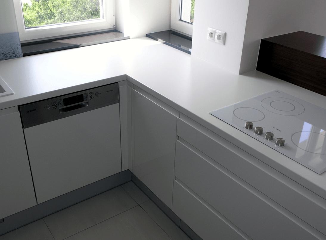 manjša kuhinja v kotu