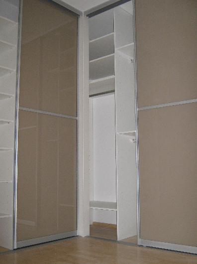 notranjost velike kotne omare