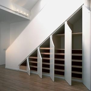 vgradne omare pod stopnicami