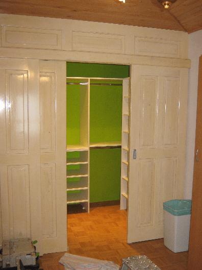 opremljanje manjše garderobne sobe