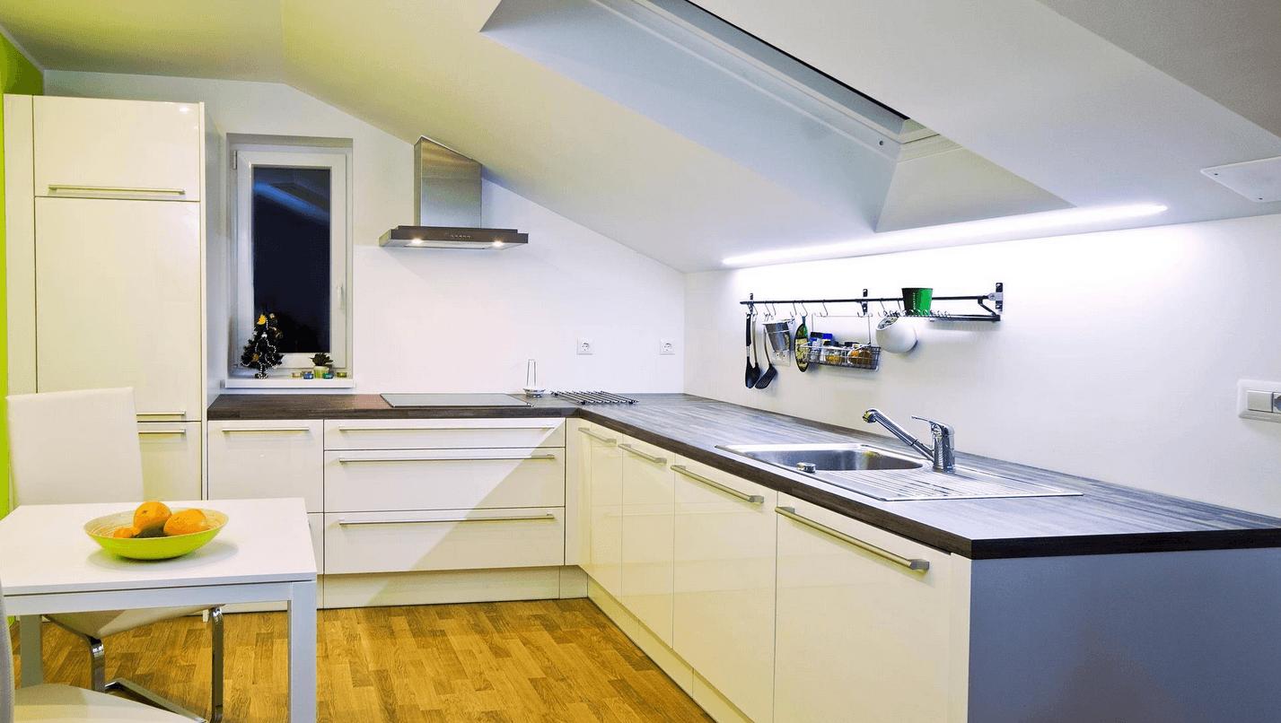 opremljanje prostora kuhinje v mansardi