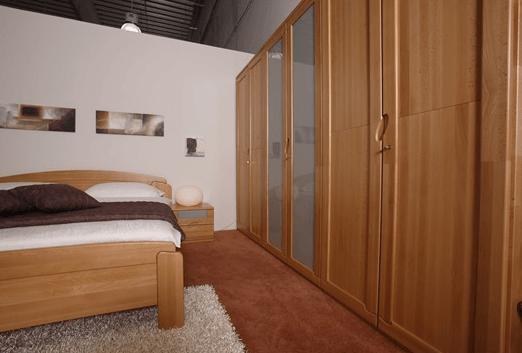 spalnica iz naravnega lesa
