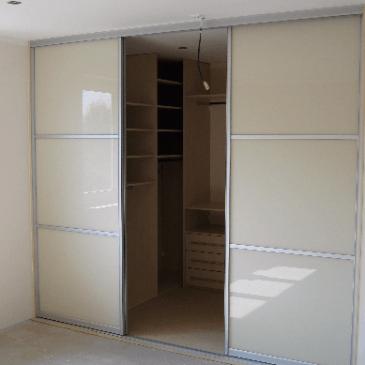 Opremljanje garderobnih sob z vgradnimi omarami