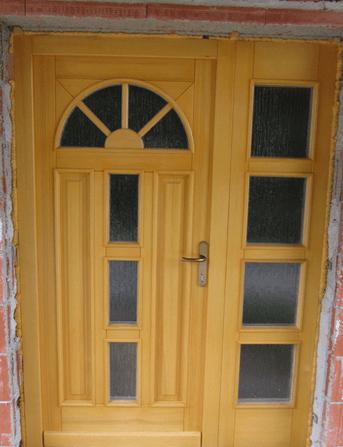 zunanja lesena vhodna vrata