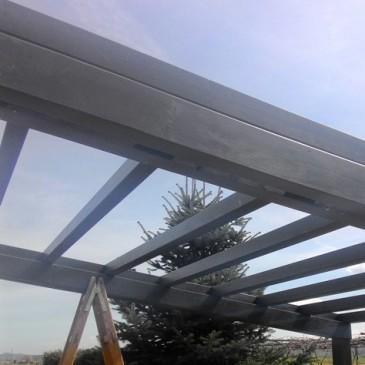 Postavljanje enostavnega lesenega nadstreška iz lepljenega lesa