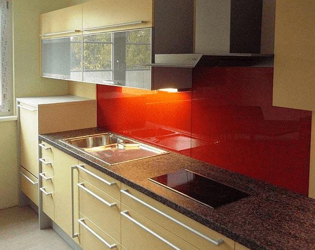 barvita enovrstna kuhinja