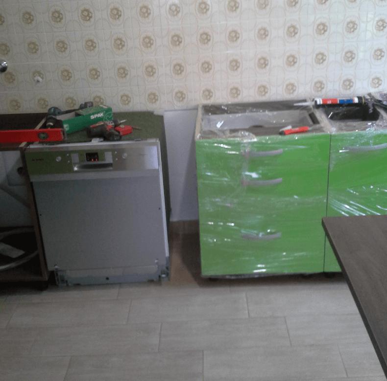 dostavljeni in zaščiteni kuhinjski elementi