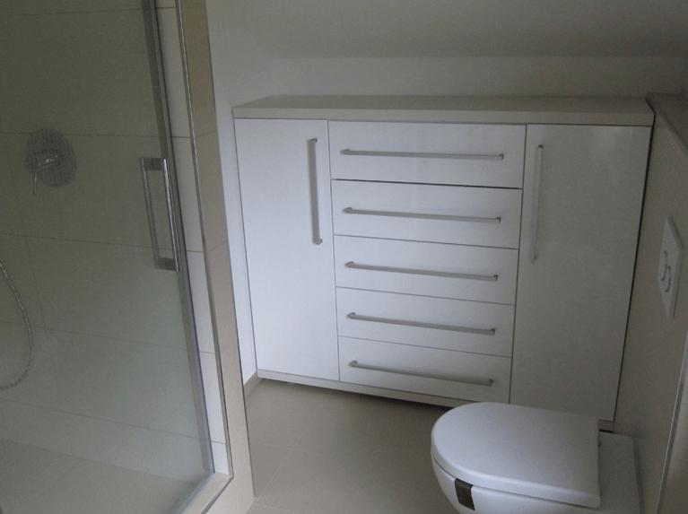 kopalniška omarica od zidu do zidu