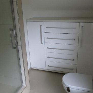 2 primera izdelave svetlejše kopalnice po naročilu
