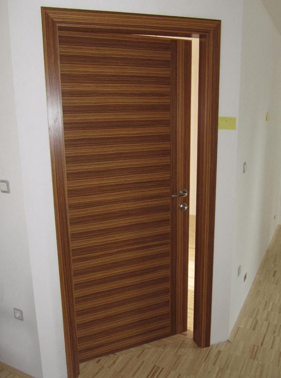 moderna notranja vrata na poševnem zidu