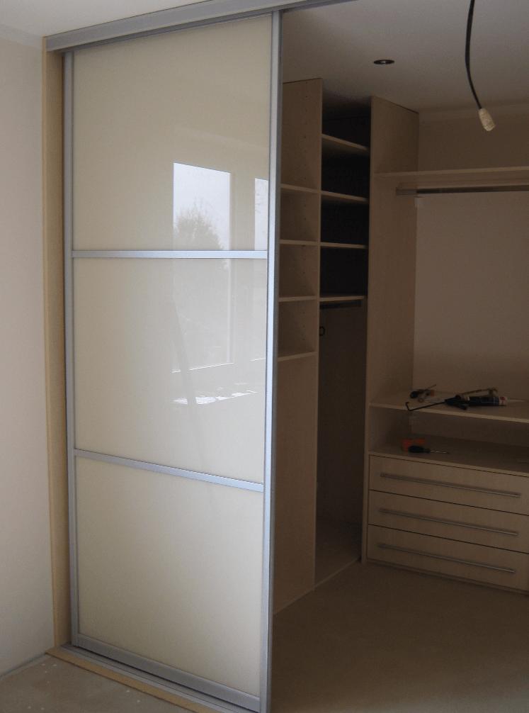 večja garderobna soba