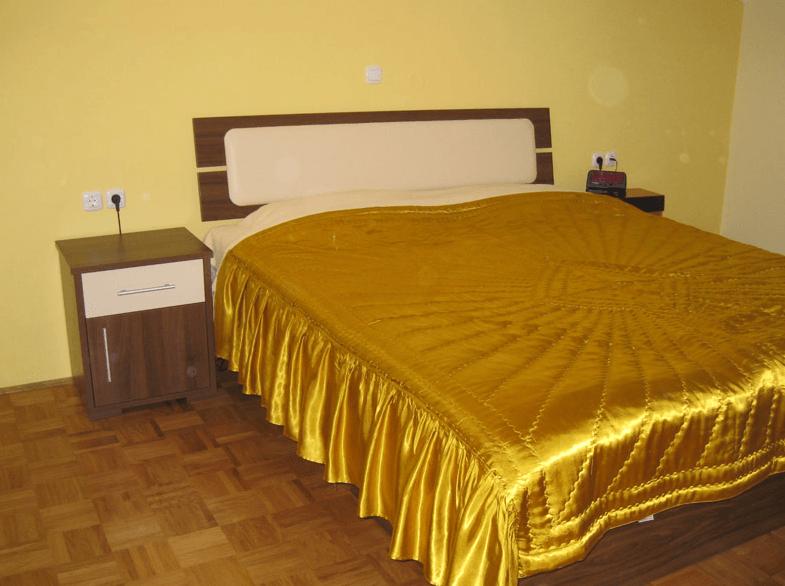 kombiniran posteljni okvir