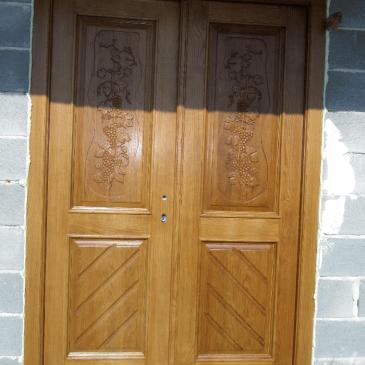 O masivnih lesenih vratih