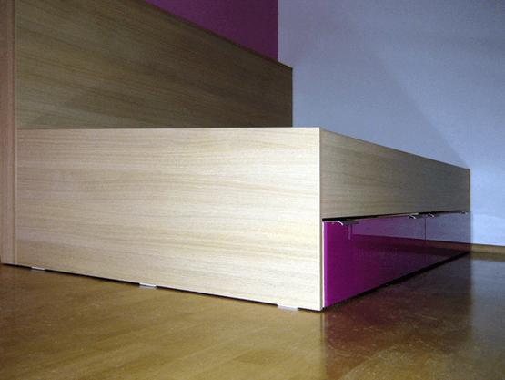 posteljni okvir z naslonom