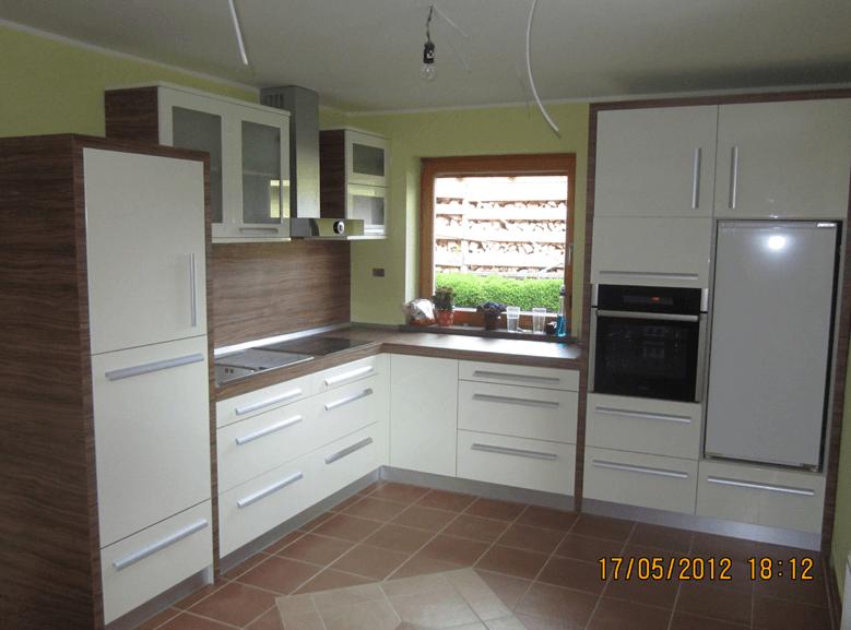 kuhinja jedilnica dnevna soba v enem prostoru