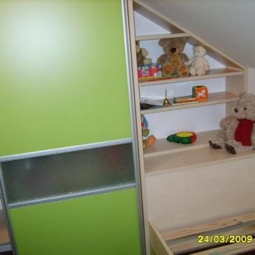 Opremljanje otroške sobe v mansardi