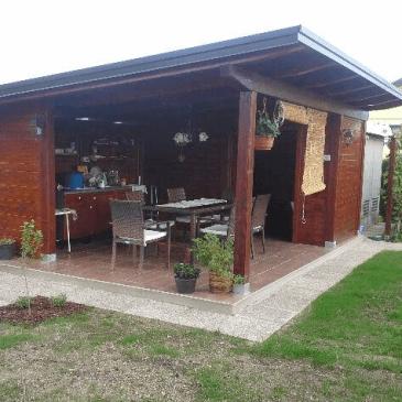 Nadstrešek z letno kuhinjo