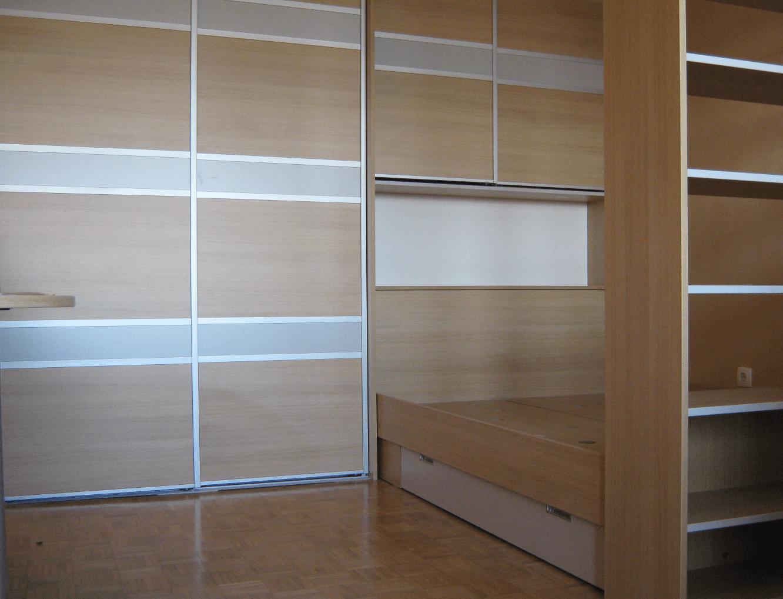 povezane vgradne omare s posteljo