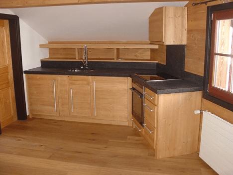 3 prečudovite, klasične kuhinje iz naravnega lesa