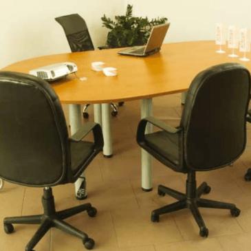 4 primeri opremljanja pisarn po meri