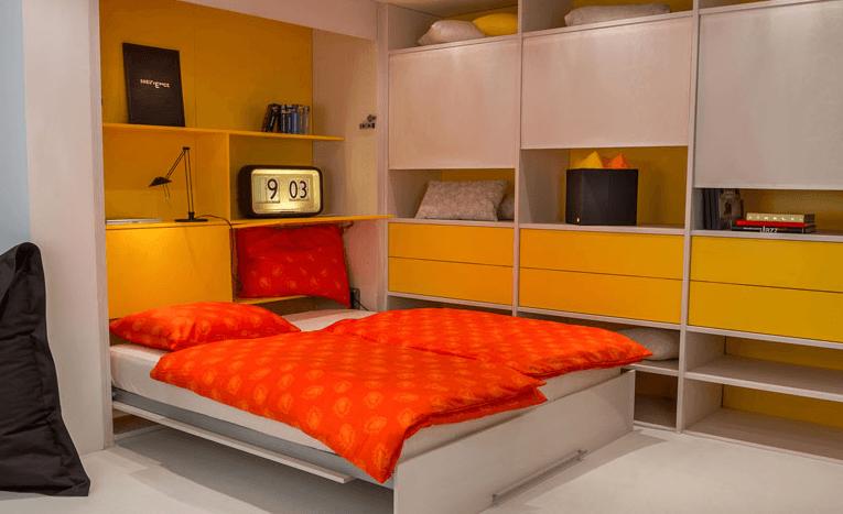 spalnica v mansardi