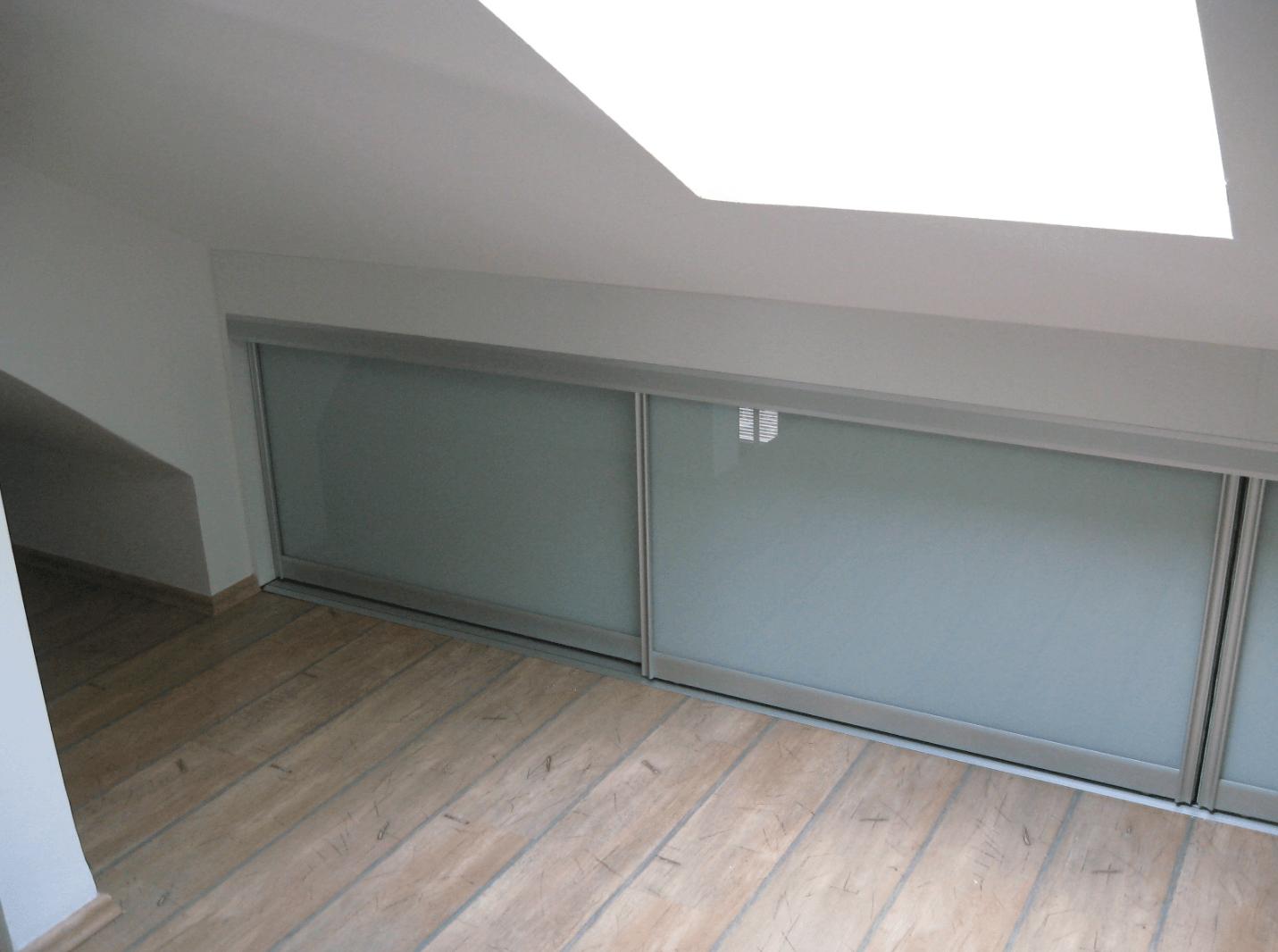 vgradne omare drsna vrata iz stekla