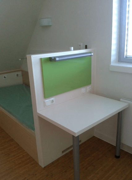 jedilna miza v bolniški sobi