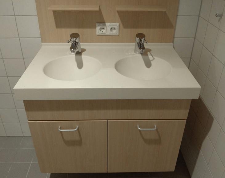 kopalniška omarica v bolniški sobi