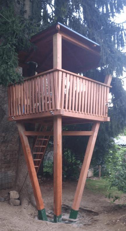 lesena hiška na drevesu