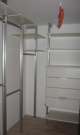 prostorna garderobna soba