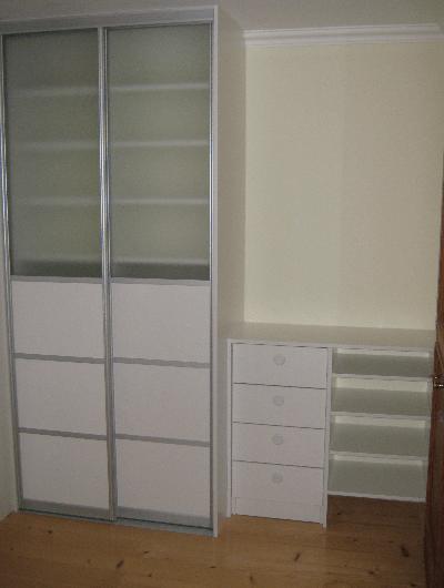 vgradna omara različnih globin