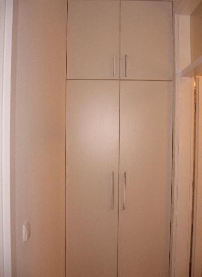 garderobna omara do stropa