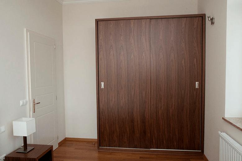 garderobna omara hotelska soba