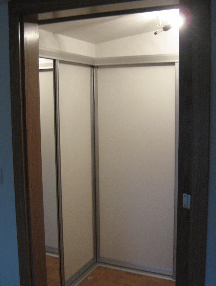 kotna garderobna omara predprostor