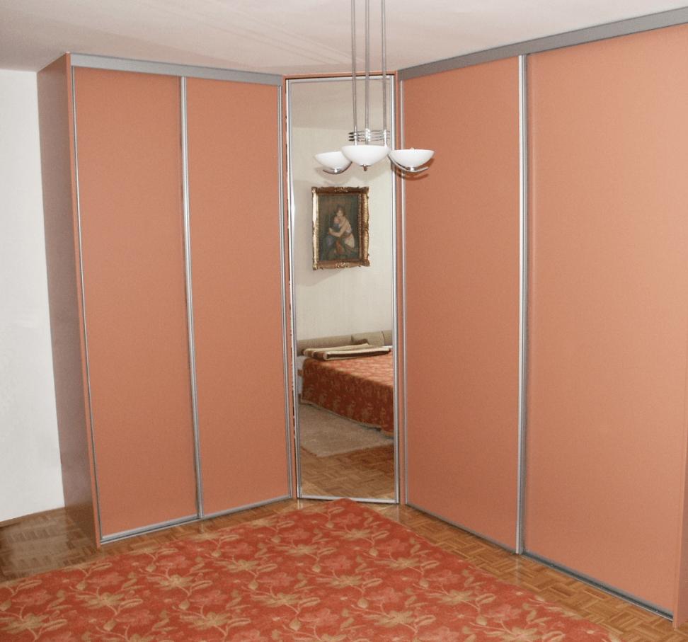 kotna garderobna omara z ogledalom