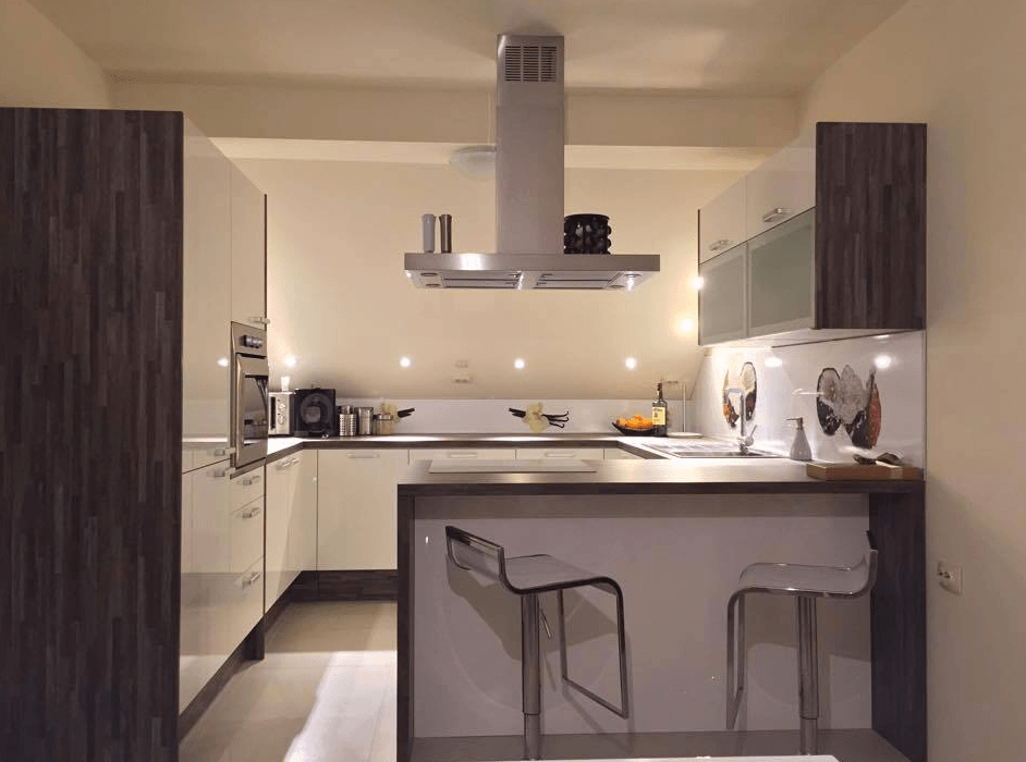 mansardni kuhinjski prostor brez oken