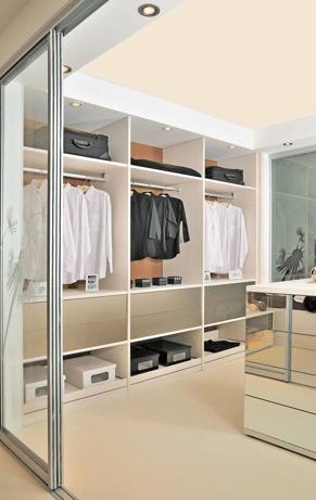 moderna garderobna soba z otokom