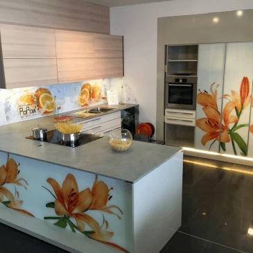 Prikaz različnih možnosti uporabe stekla v kuhinjah