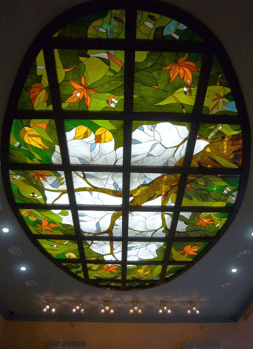stropni vitraž
