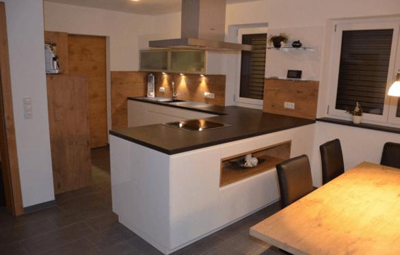 moderna kuhinja jedilnica naravni les