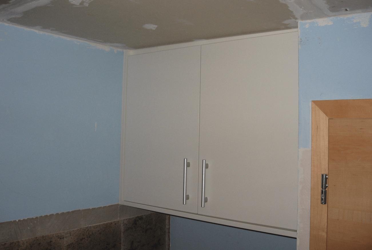 montaža vgradne omare pod strop