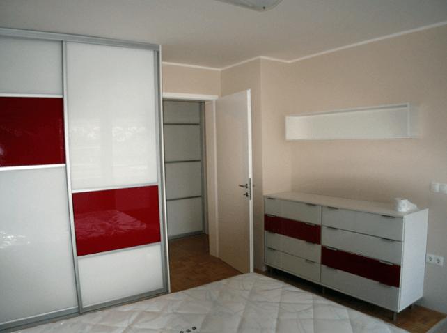 samostojna nizka omara za spalnico