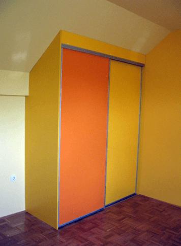 vgradna omara v otroški sobi