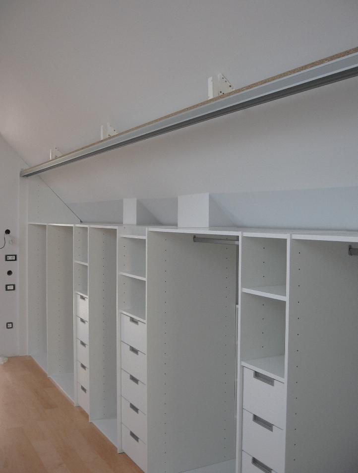 vgradnja omare v mansardi